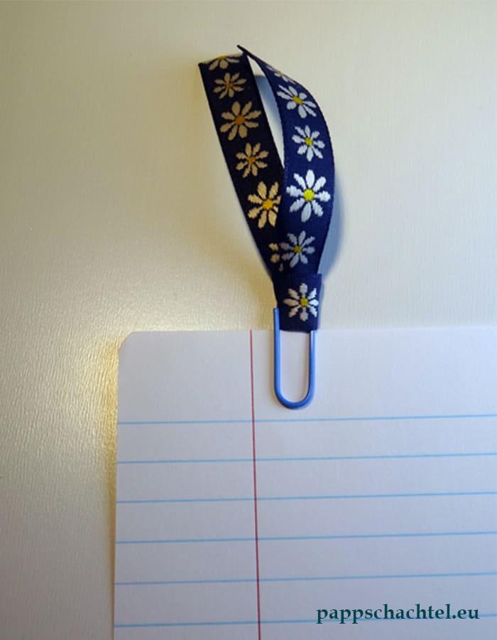 Büroklammer-Lesezeichen mit Textilband: einfach selber basteln DIY