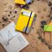 Hier bekommst Du eine DIY Anleitung, um deinem Notizbuch oder Notizheft einen neuen Look zu geben indem Du den Einband/ das Cover umgestaltest, bzw. neugestaltest. Zugleich ist es eine kreative Upcycling Ideen für alte Reclam Hefte und Bücher.