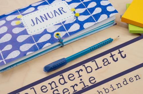Ein Notizbuch aus Kalenderblättern? Binde mit mir zwölf Notizbücher aus Kalenderblättern. Hier bekommst du einfache DIY Anleitungen zu verschiedenen Buchbindemethoden für selbstgemachte, selbst geheftete oder gebundene Notizbücher und Journals so wie meine Tipps als kreative Inspiration dazu. Alles auf pappschachtel.eu #Buchbinden #DIY #Upcycling #junkjournal #mixedmedia #artjournal #journal #craft #diy #howto #Anleitung